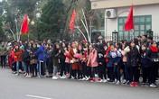 Người hâm mộ Hà Tĩnh xếp hàng dài chờ gặp trung vệ Bùi Tiến Dũng