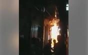Hà Nội: Bị phóng hỏa trong đêm tối, 3 người trong một gia đình bị thương nặng
