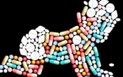 Cho con trẻ uống kháng sinh bừa bãi, người lớn đang góp phần đẩy mạnh thảm họa kháng kháng sinh toàn cầu