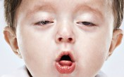"""Suýt mất con trai do viêm phổi, người mẹ trẻ tìm ra cách giúp con hết bệnh và nói """"không"""" với kháng sinh!"""