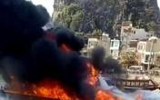 Quảng Ninh: Tàu cao tốc đang neo đậu bất ngờ bốc cháy dữ dội