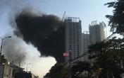 Hà Nội: Cháy lớn ở khu chung cư đang xây dựng, cột khói đen hàng chục mét khiến người đi đường hoảng sợ