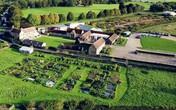 Đôi vợ chồng bỏ biệt thự hàng tỷ đô ở thành phố, về quê biến mảnh đất 6000m² thành nhà vườn đẹp tuyệt vời
