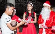 Tiểu Vy, Thuý An hóa 'công chúa Noel' tặng quà trẻ em khó khăn