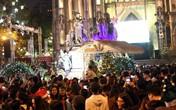 Hà Nội: Hàng vạn người đến thánh đường đêm Giáng sinh, khu vực Nhà thờ Lớn tắc nghẽn kinh hoàng