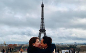 Kim Lý đăng ảnh chúc mừng Giáng sinh nhưng khoảnh khắc 'khoá môi' Hà Hồ lại được chú ý hơn cả