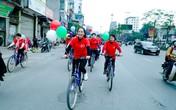 Nghệ sĩ Lan Hương, Trà My rủ nhau đạp xe xuống phố giữa ngày lạnh