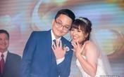 Chí Trung cười mãn nguyện khi chứng kiến con trai hôn vợ trong ngày cưới