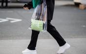 """""""Phát cuồng"""" vì chiếc túi hàng hiệu trông hệt như túi nilon đi chợ, thật không hiểu chị em nghĩ gì?"""