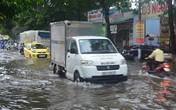 Phú Quốc mưa tầm tã ngập nửa bánh xe, hàng vạn du khách đổi lịch tham quan