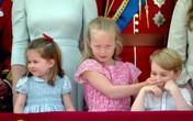Em họ trêu chọc bịt miệng Hoàng tử George khi đang hát quốc ca