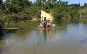 Huyện Krông Bông, tỉnh Đắk Lắk: Người dân liều mình vượt suối bằng cáp treo và bè