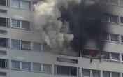 Cháy chung cư 21 tầng, người dân hoảng loạn tìm lối thoát