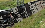 Nghệ An: Tai nạn liên hoàn giữa 3 ô tô khiến 10 người bị thương