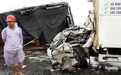 Nghệ An: Xe chở heo đâm xe tải, 3 người trọng thương