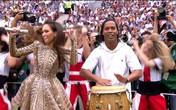 Ronaldinho chơi trống tại bế mạc World Cup khiến fan bóng đá nức lòng