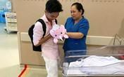 Vợ chồng Khánh Thi đón con gái về nhà sau 3 tuần chăm sóc đặc biệt