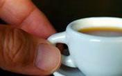 Du khách Italy sốc khi phải trả 13 USD cho ly cà phê nhỏ xíu