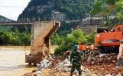 Nghệ An: Nước lũ dâng trên sông Cả, cầu treo Chôm Lôm bị đứt gãy