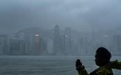 Người dân Hong Kong liều lĩnh chụp ảnh selfie trong bão Mangkhut