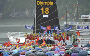 Hàng nghìn học sinh Quảng Ninh đội mưa ăn mừng chiến thắng Đường lên đỉnh Olympia