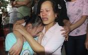 Mẹ của thủ môn Tiến Dũng nghẹn ngào khi đội tuyển Việt Nam thắng Qatar