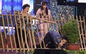 Minh Luân xóa bỏ hình tượng soái ca để cưa cẩm Jang Mi trên sân khấu
