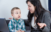Tám câu cha mẹ không nên hỏi trẻ