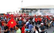 """Bắt quả tang 6 """"cò vé"""" trước trận Việt Nam – Malaysia"""