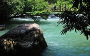 Khám phá vẻ đẹp hoang sơ của suối Nước Moọc