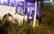 40 người thoát chết khi xe khách lao xuống ruộng