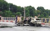 Giày cao gót và chiếc xe Mercedes gây tai nạn liên hoàn