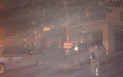 Cứu người dân thoát khỏi chung cư nghi ngút khói, một cảnh sát bị thương