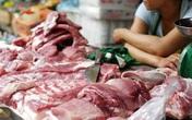 Vì sao người bán hàng dùng giẻ để lau thịt?