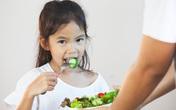 Cho trẻ ăn chay theo bố mẹ, cẩn thận có ngày mất con
