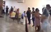 Cô gái xông vào đám cưới nói yêu chú rể, tát cô dâu, nội tình bên trong mới gây bất ngờ