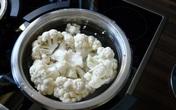 10 mẹo vặt trong bếp nhìn qua thì tưởng kì quặc nhưng hữu ích cực kỳ!