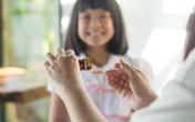 3 điều nhất định phải biết khi chọn thuốc ho cho trẻ tránh tiền mất tật mang