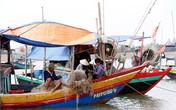 Bị sóng biển đánh chìm thuyền, hai cha con ngư dân Hà Tĩnh mất tích