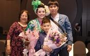 Chồng và con trai đến ủng hộ liveshow 4 tỷ đồng của Tân Nhàn
