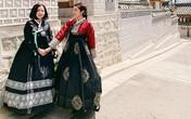 Mẹ Huyền My trẻ không thua con gái khi mặc Hanbok