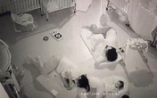 Cô trông trẻ nằm đè lên đầu bé 11 tháng tuổi khiến bé tử vong vì lý do  này