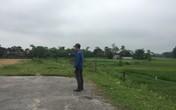 """Hà Tĩnh: Con đường đang xây dựng bị bỏ """"cụt"""" giữa cánh đồng, người dân gặp khó"""