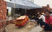 Nghệ An: Người nhà nạn nhân đưa quan tài đòi bắt đền chủ nợ