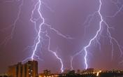 Sử dụng thiết bị điện tử an toàn trước sấm sét mùa mưa