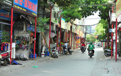 Tuyến đường đồng bộ biển quảng cáo ở Hà Nội: Cây xanh thì ít mà cọc sắt thì nhiều