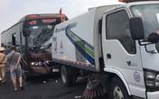 10 người bị thương sau cú va chạm giữa xe khách và xe quét rác