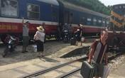 Tàu hàng trật bánh ở Hà Tĩnh, đường sắt Bắc - Nam tê liệt