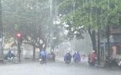 Bão số 2 đổ bộ, Hà Nội mưa to, gió giật