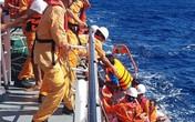 Thuyền đánh bắt cá của ngư dân bị chìm ở khu vực phía Tây quần đảo Hoàng Sa
